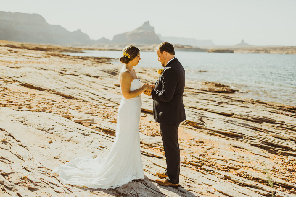 ©Isaiah + Taylor Photography - Lake Powell Elopement & Antelope Canyon & Horseshoe Bend, Page, Arizona-21.jpg