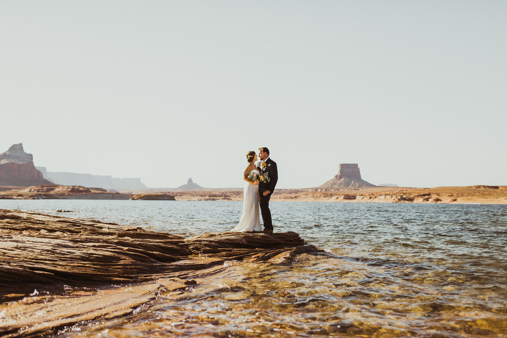 ©Isaiah + Taylor Photography - Lake Powell Elopement & Antelope Canyon & Horseshoe Bend, Page, Arizona-25.jpg