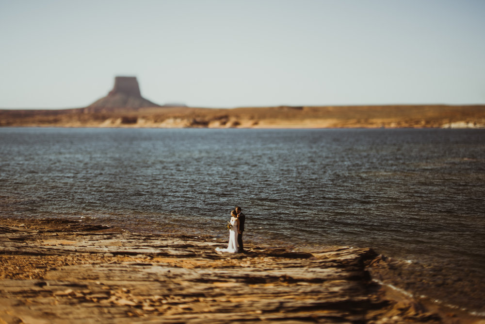 ©Isaiah + Taylor Photography - Lake Powell Elopement & Antelope Canyon & Horseshoe Bend, Page, Arizona-26.jpg