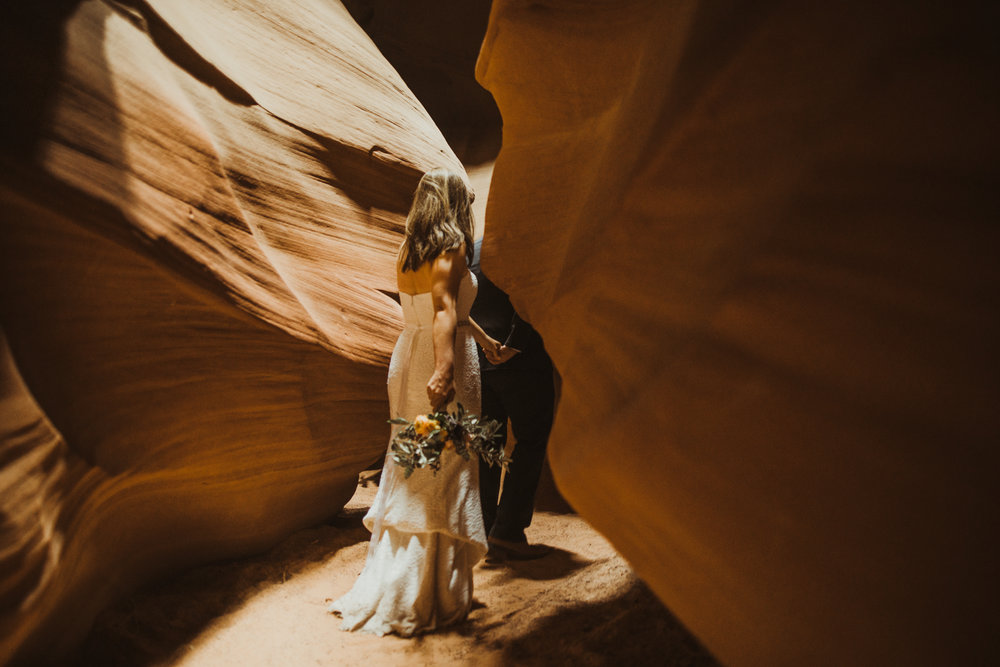 ©Isaiah + Taylor Photography - Lake Powell Elopement & Antelope Canyon & Horseshoe Bend, Page, Arizona-70.jpg