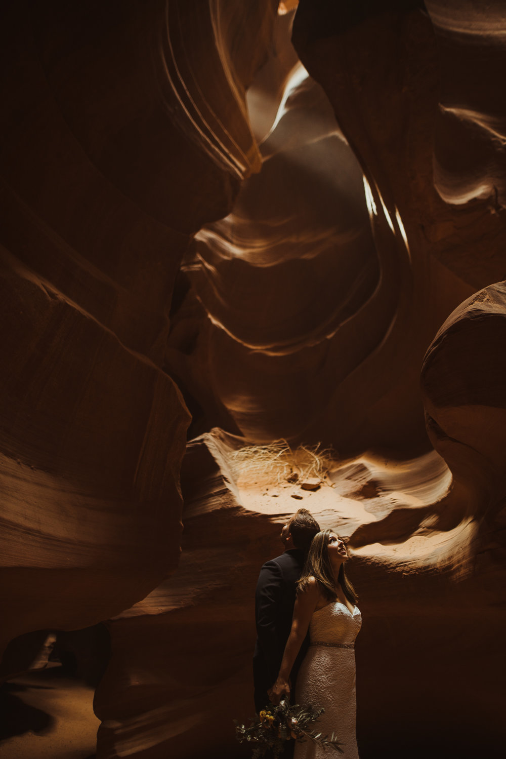 ©Isaiah + Taylor Photography - Lake Powell Elopement & Antelope Canyon & Horseshoe Bend, Page, Arizona-73.jpg