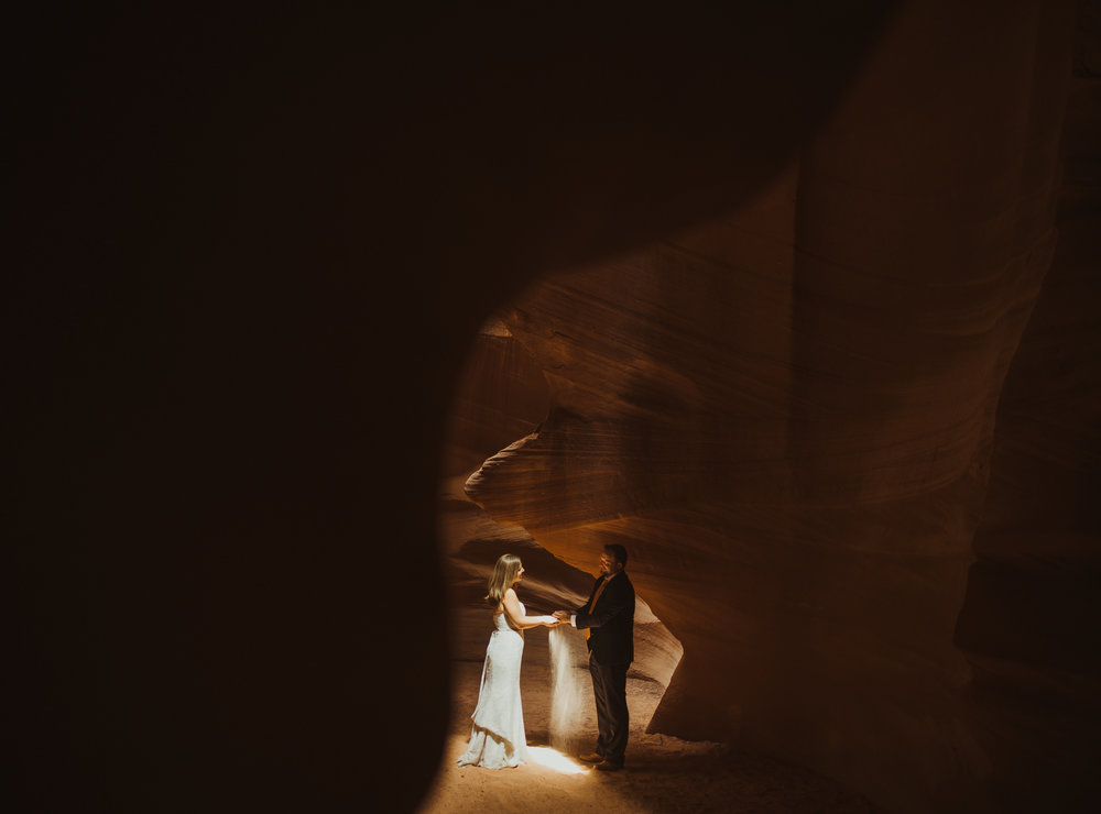 ©Isaiah + Taylor Photography - Lake Powell Elopement & Antelope Canyon & Horseshoe Bend, Page, Arizona-77.jpg