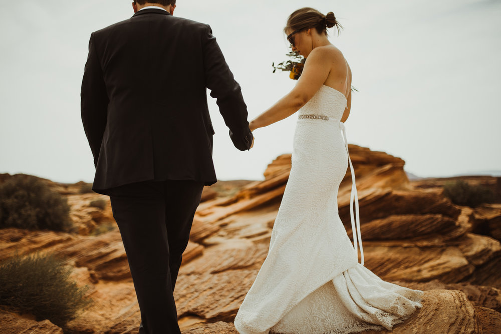 ©Isaiah + Taylor Photography - Lake Powell Elopement & Antelope Canyon & Horseshoe Bend, Page, Arizona-96.jpg