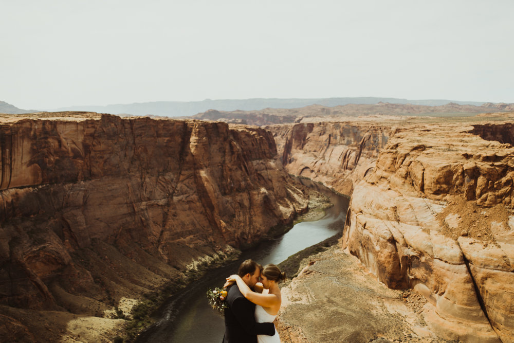 ©Isaiah + Taylor Photography - Lake Powell Elopement & Antelope Canyon & Horseshoe Bend, Page, Arizona-102.jpg