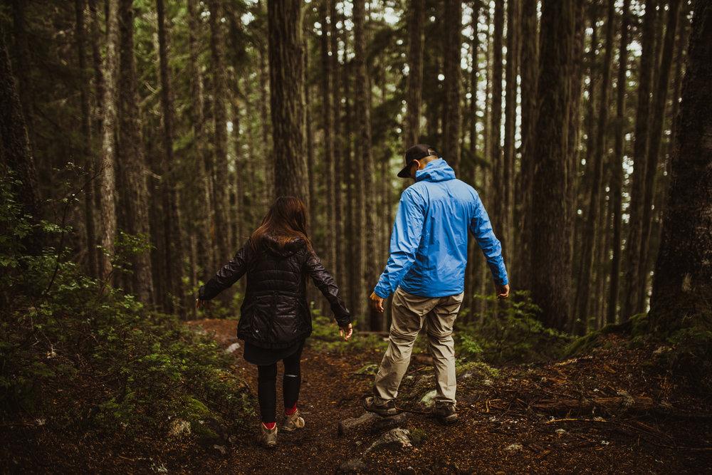 ©Isaiah-&-Taylor-Photography---Hidden-Lake-Cascade-Mountains-Engagement,-Washington-012.jpg