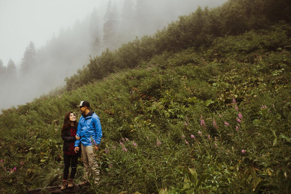 ©Isaiah-&-Taylor-Photography---Hidden-Lake-Cascade-Mountains-Engagement,-Washington-028.jpg