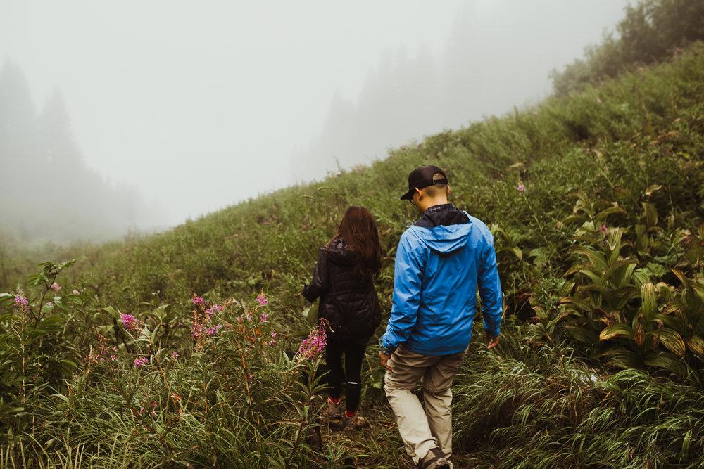 ©Isaiah-&-Taylor-Photography---Hidden-Lake-Cascade-Mountains-Engagement,-Washington-032.jpg
