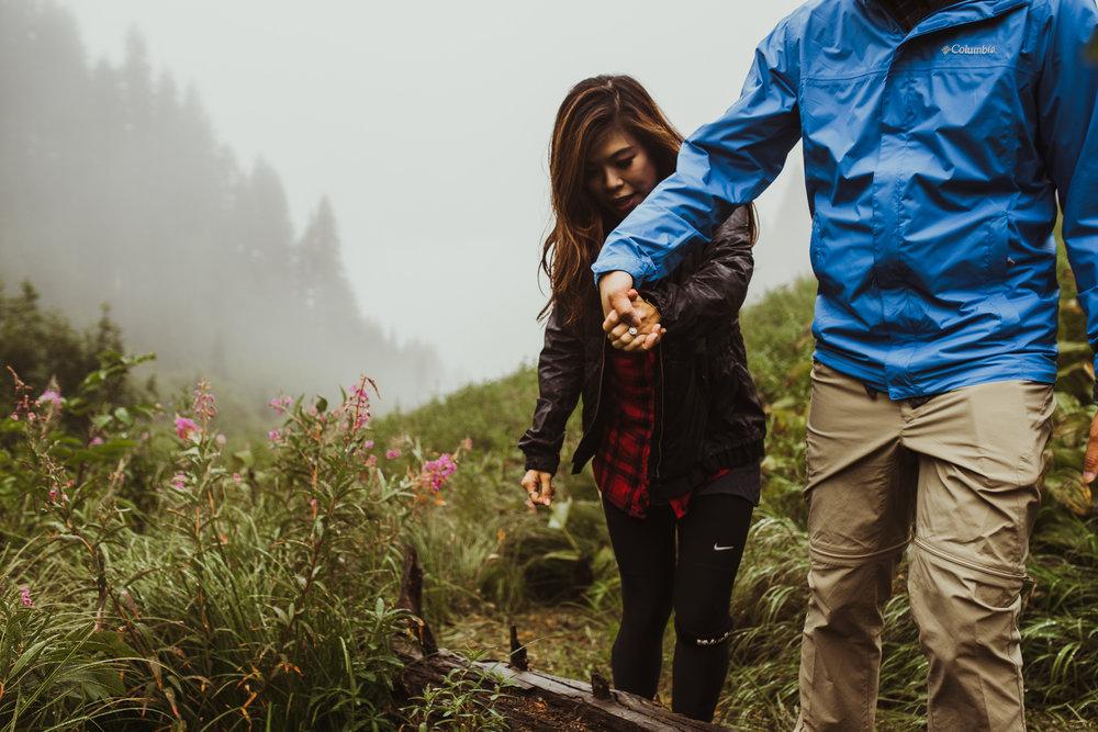 ©Isaiah-&-Taylor-Photography---Hidden-Lake-Cascade-Mountains-Engagement,-Washington-036.jpg