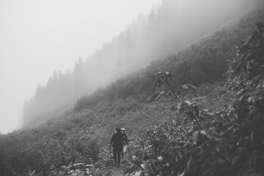©Isaiah-&-Taylor-Photography---Hidden-Lake-Cascade-Mountains-Engagement,-Washington-042.jpg
