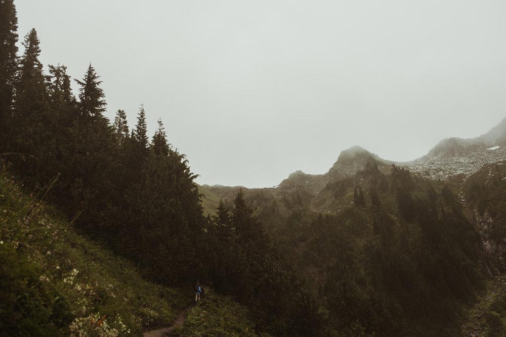©Isaiah-&-Taylor-Photography---Hidden-Lake-Cascade-Mountains-Engagement,-Washington-050.jpg