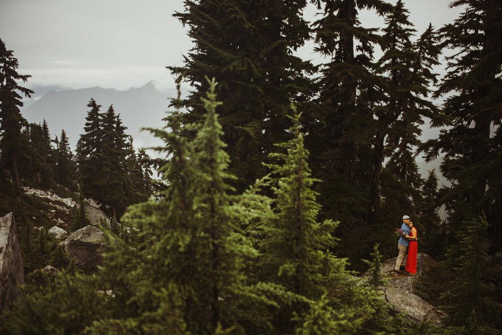 ©Isaiah-&-Taylor-Photography---Hidden-Lake-Cascade-Mountains-Engagement,-Washington-055.jpg