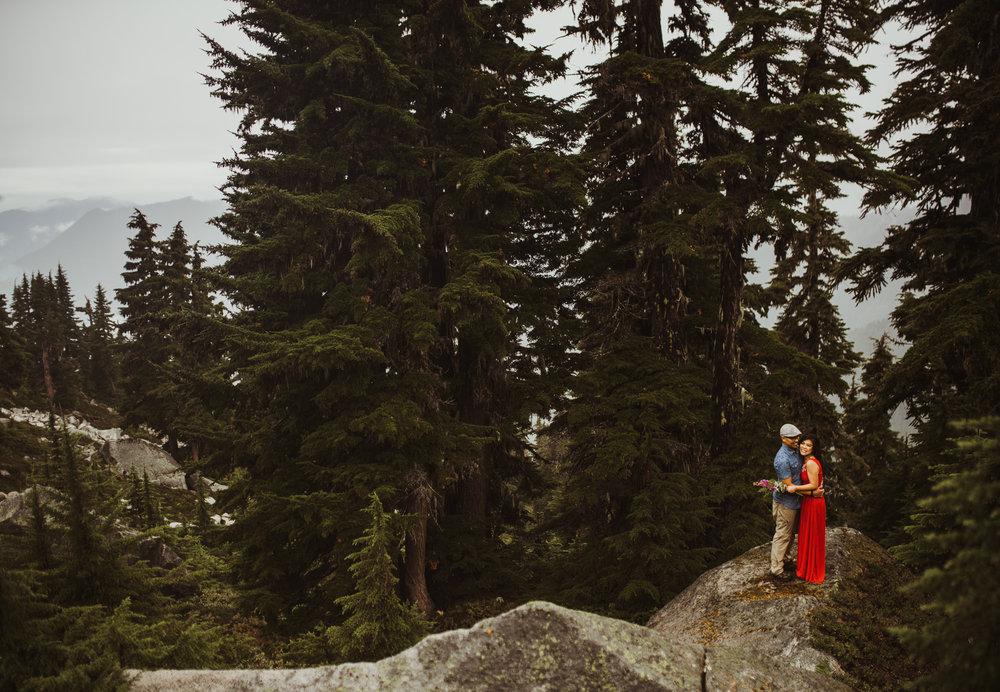 ©Isaiah-&-Taylor-Photography---Hidden-Lake-Cascade-Mountains-Engagement,-Washington-056.jpg