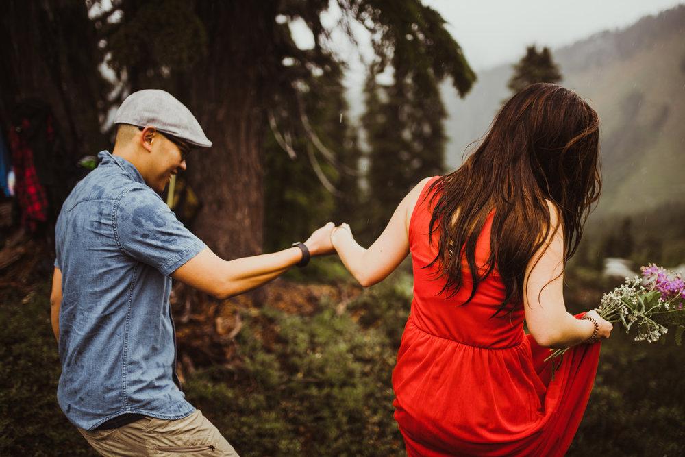 ©Isaiah-&-Taylor-Photography---Hidden-Lake-Cascade-Mountains-Engagement,-Washington-059.jpg