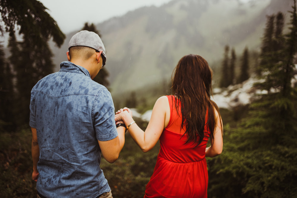 ©Isaiah-&-Taylor-Photography---Hidden-Lake-Cascade-Mountains-Engagement,-Washington-060.jpg