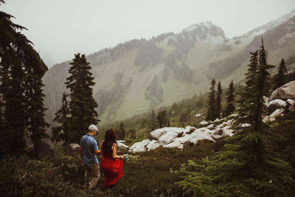 ©Isaiah-&-Taylor-Photography---Hidden-Lake-Cascade-Mountains-Engagement,-Washington-062.jpg