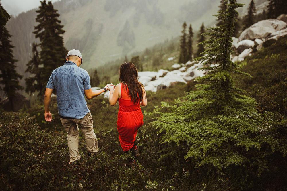 ©Isaiah-&-Taylor-Photography---Hidden-Lake-Cascade-Mountains-Engagement,-Washington-061.jpg
