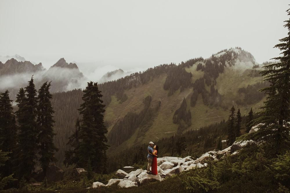 ©Isaiah-&-Taylor-Photography---Hidden-Lake-Cascade-Mountains-Engagement,-Washington-073.jpg