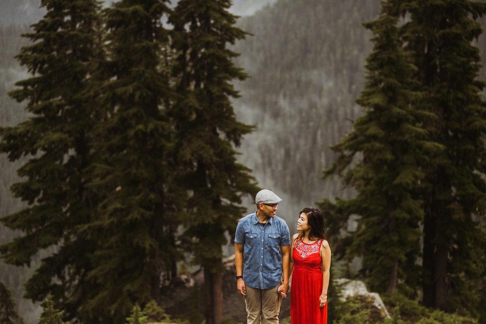 ©Isaiah-&-Taylor-Photography---Hidden-Lake-Cascade-Mountains-Engagement,-Washington-077.jpg