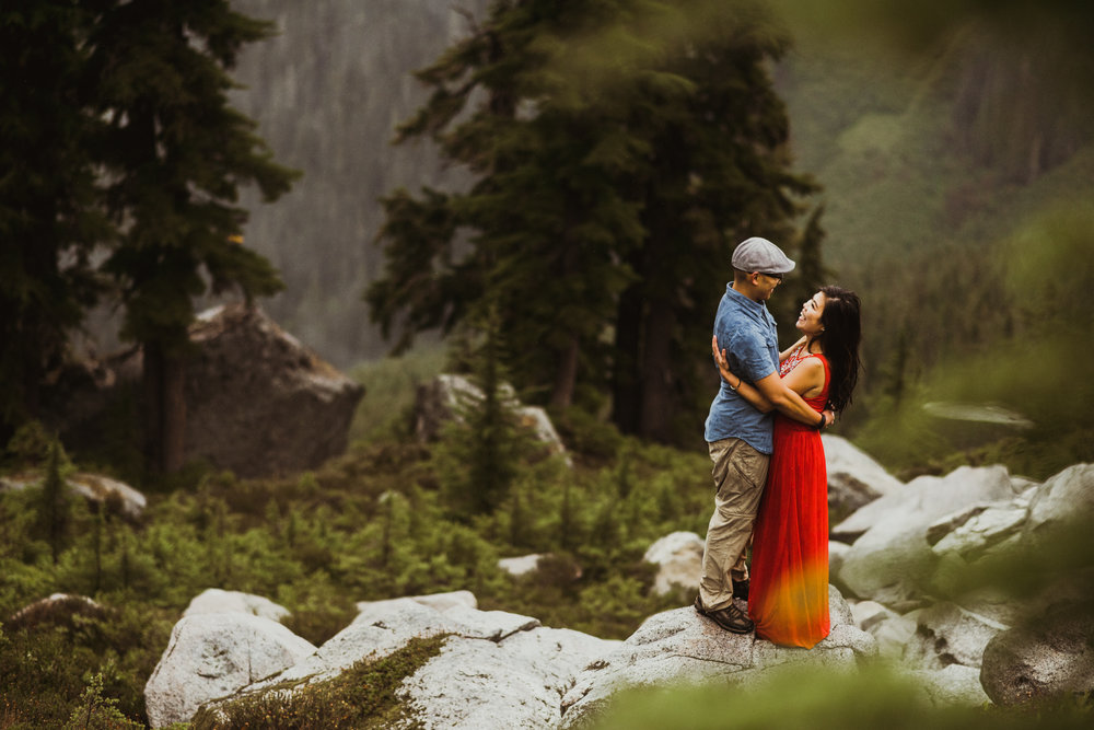©Isaiah-&-Taylor-Photography---Hidden-Lake-Cascade-Mountains-Engagement,-Washington-076.jpg