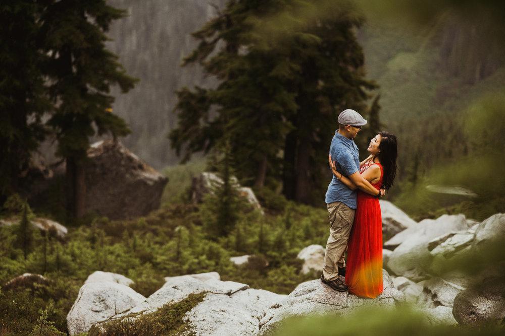 ©Isaiah-&-Taylor-Photography---Hidden-Lake-Cascade-Mountains-Engagement,-Washington-076.jpg