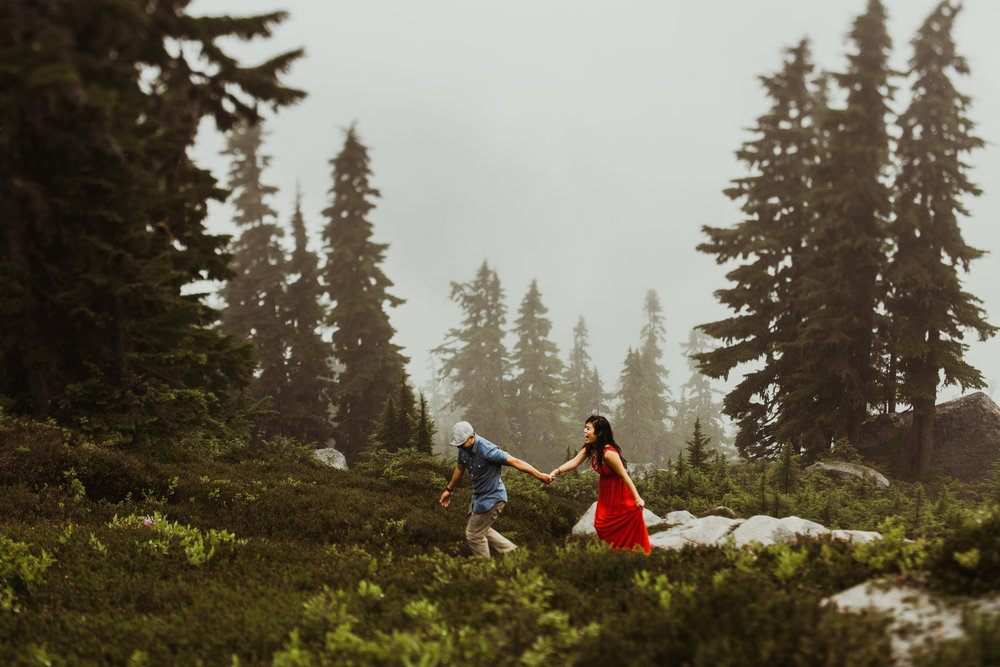 ©Isaiah-&-Taylor-Photography---Hidden-Lake-Cascade-Mountains-Engagement,-Washington-079.jpg