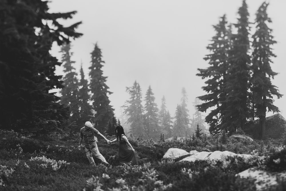 ©Isaiah-&-Taylor-Photography---Hidden-Lake-Cascade-Mountains-Engagement,-Washington-080.jpg