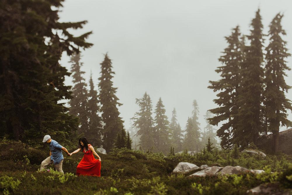©Isaiah-&-Taylor-Photography---Hidden-Lake-Cascade-Mountains-Engagement,-Washington-082.jpg