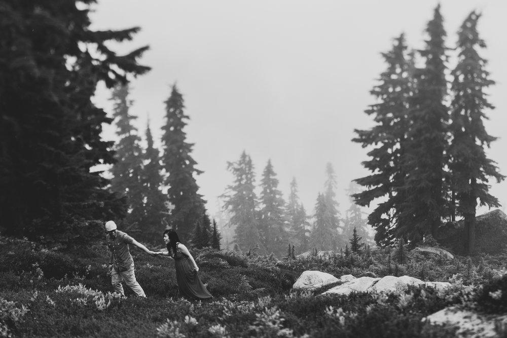 ©Isaiah-&-Taylor-Photography---Hidden-Lake-Cascade-Mountains-Engagement,-Washington-081.jpg