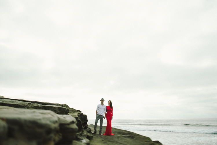 Isaiah+&+Taylor+Photography+-+Los+Angeles+-+Destination+Wedding+Photographers+-+San+Diego+Sunset+Cliffs+Beach+Adventure+Engagement-7.jpg