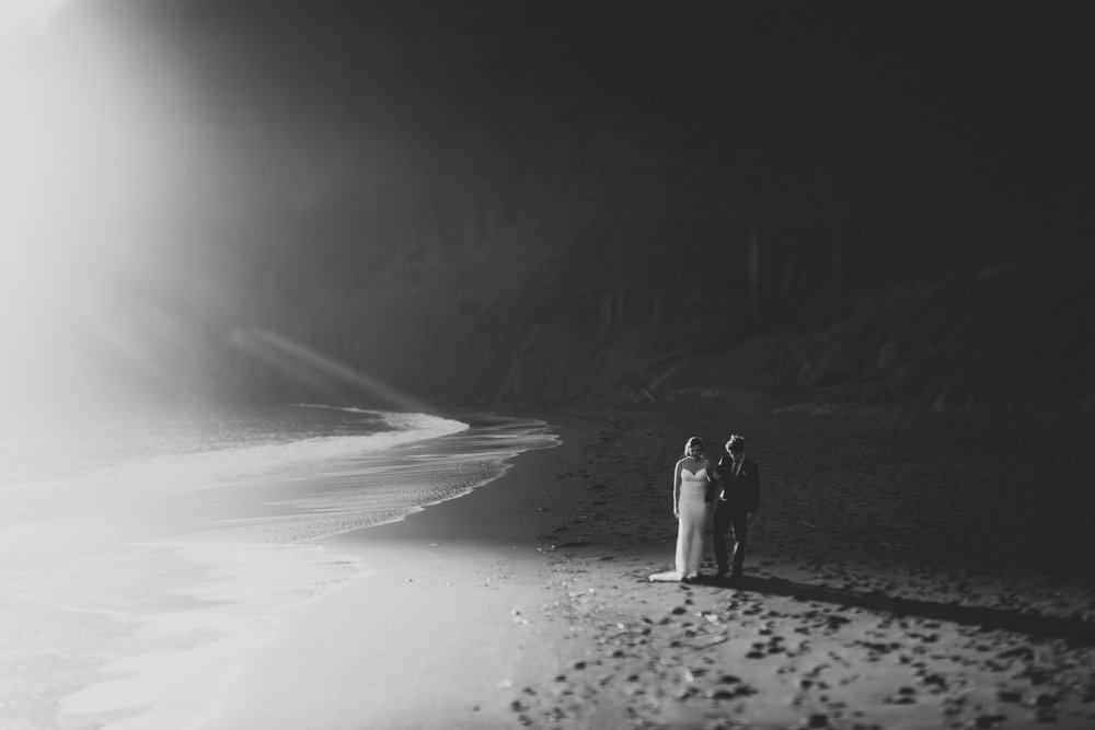 ©Isaiah + Taylor Photography - San Fransisco Elopement, Golden Gate Bridge-56.jpg