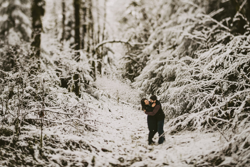 © Isaiah + Taylor Photography - Portland, Oregon Winter Forest Cabin Engagement-21.jpg
