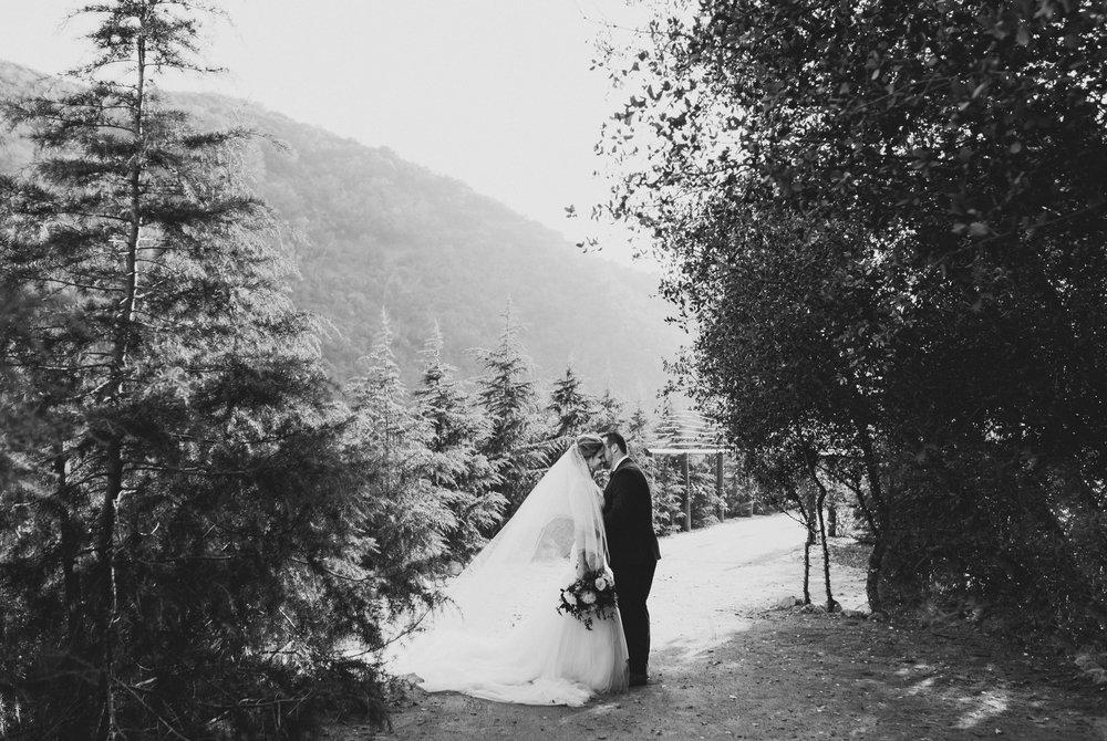 ©Isaiah + Taylor Photography - Serendipity Gardens Wedding, Oak Glen, San Bernarndino Wedding Photographer-25.jpg
