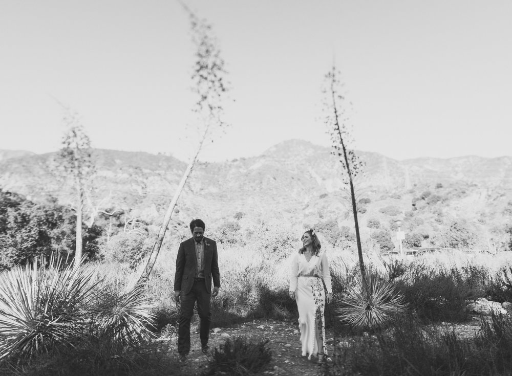 ©Isaiah + Taylor Photography - Intimate Elopement, Eaton Canyon, Los Angeles Wedding Photographer-31.jpg