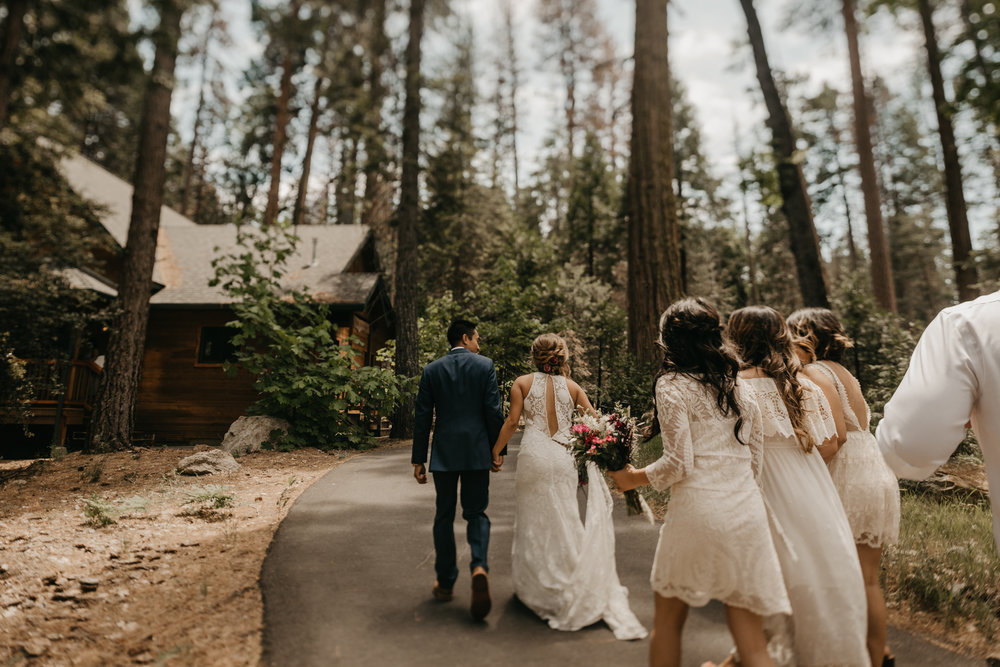 © Isaiah + Taylor Photography - Evergreen Lodge Destination Yoesmite Wedding - Los Angeles Wedding Photographer-095.jpg