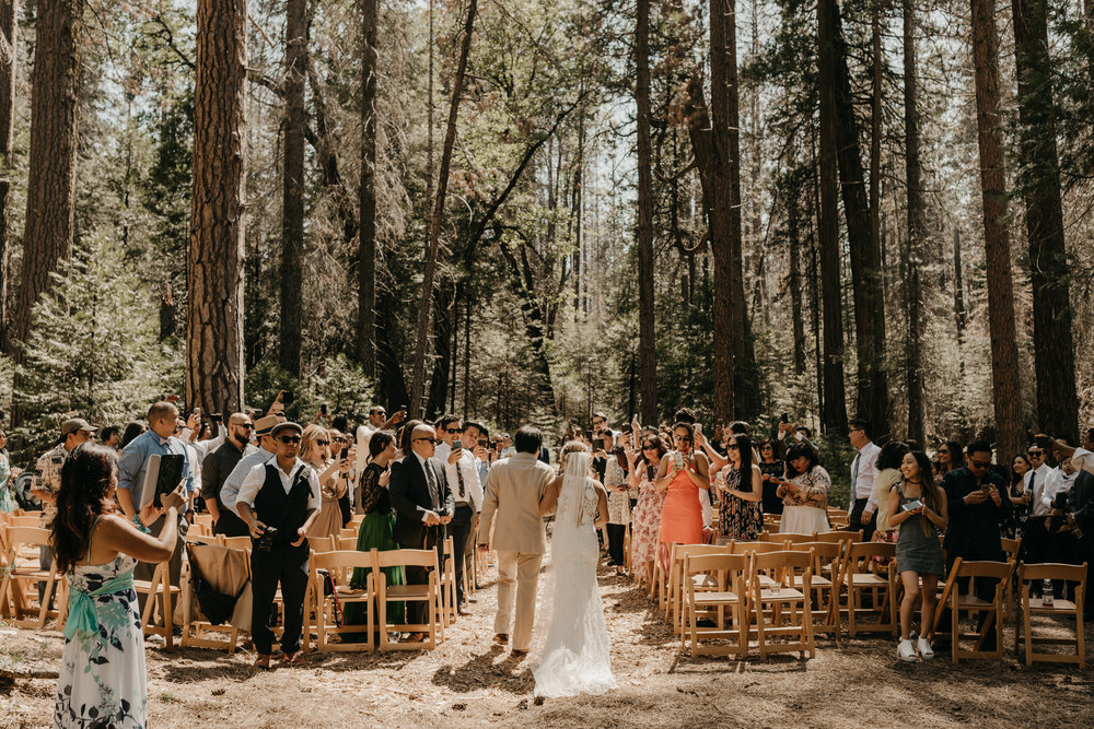 © Isaiah + Taylor Photography - Evergreen Lodge Destination Yoesmite Wedding - Los Angeles Wedding Photographer-108.jpg