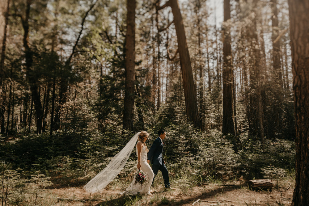 © Isaiah + Taylor Photography - Evergreen Lodge Destination Yoesmite Wedding - Los Angeles Wedding Photographer-135.jpg