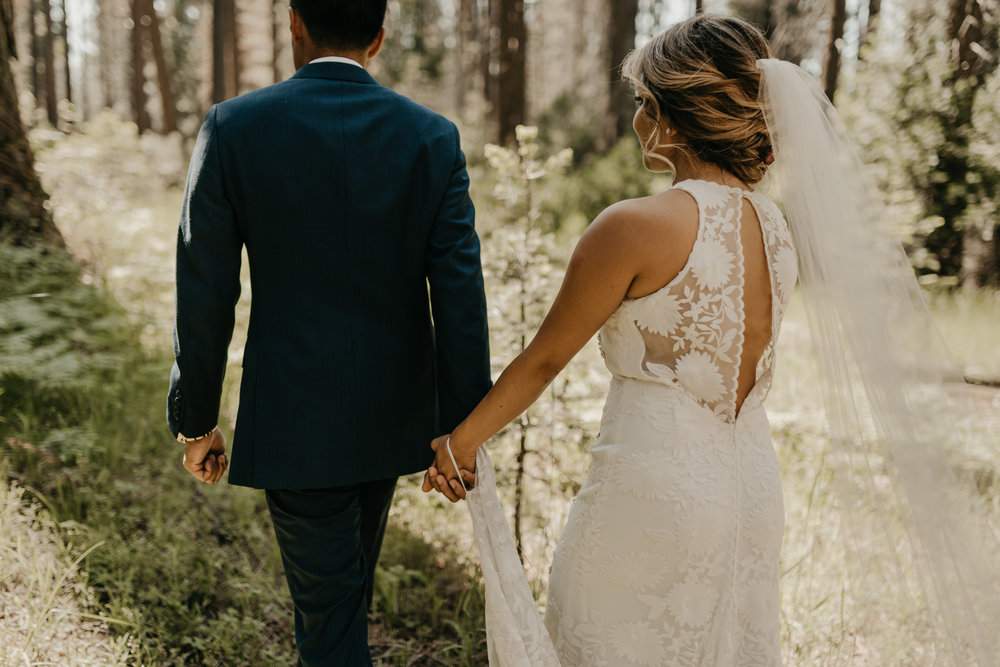 © Isaiah + Taylor Photography - Evergreen Lodge Destination Yoesmite Wedding - Los Angeles Wedding Photographer-137.jpg