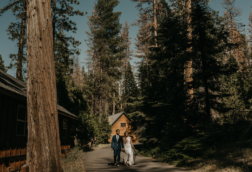 © Isaiah + Taylor Photography - Evergreen Lodge Destination Yoesmite Wedding - Los Angeles Wedding Photographer-152.jpg