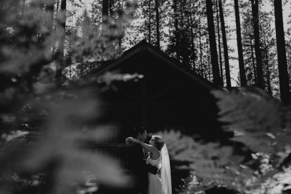 © Isaiah + Taylor Photography - Evergreen Lodge Destination Yoesmite Wedding - Los Angeles Wedding Photographer-155.jpg