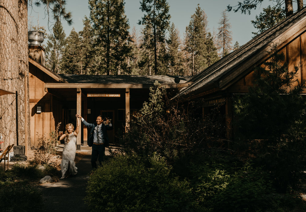 © Isaiah + Taylor Photography - Evergreen Lodge Destination Yoesmite Wedding - Los Angeles Wedding Photographer-163.jpg