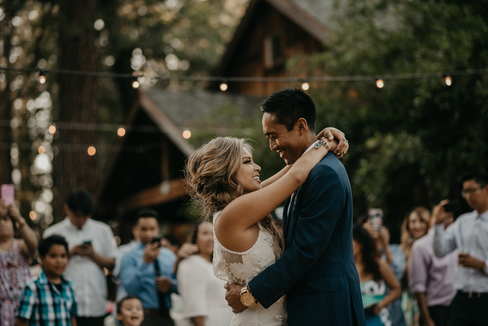 © Isaiah + Taylor Photography - Evergreen Lodge Destination Yoesmite Wedding - Los Angeles Wedding Photographer-190.jpg