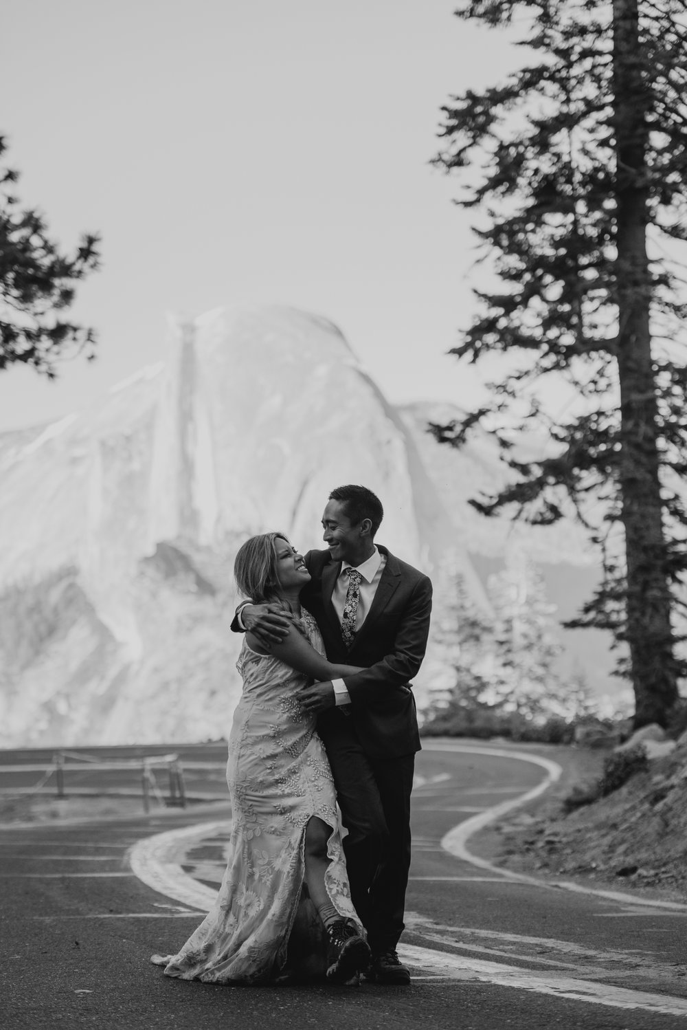 © Isaiah + Taylor Photography - Yosemite Nationanl Park Elopement Photographer - Evergreen Lodge Wedding-041.jpg