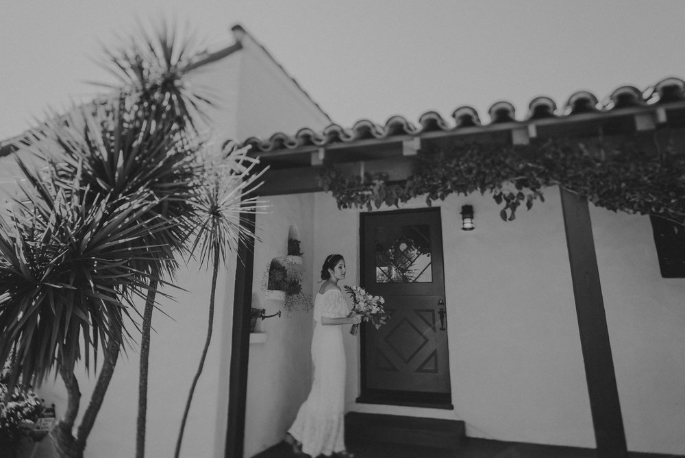 © Isaiah + Taylor Photography - San Clemente Historic Cottage Laid-Back Wedding-010.jpg