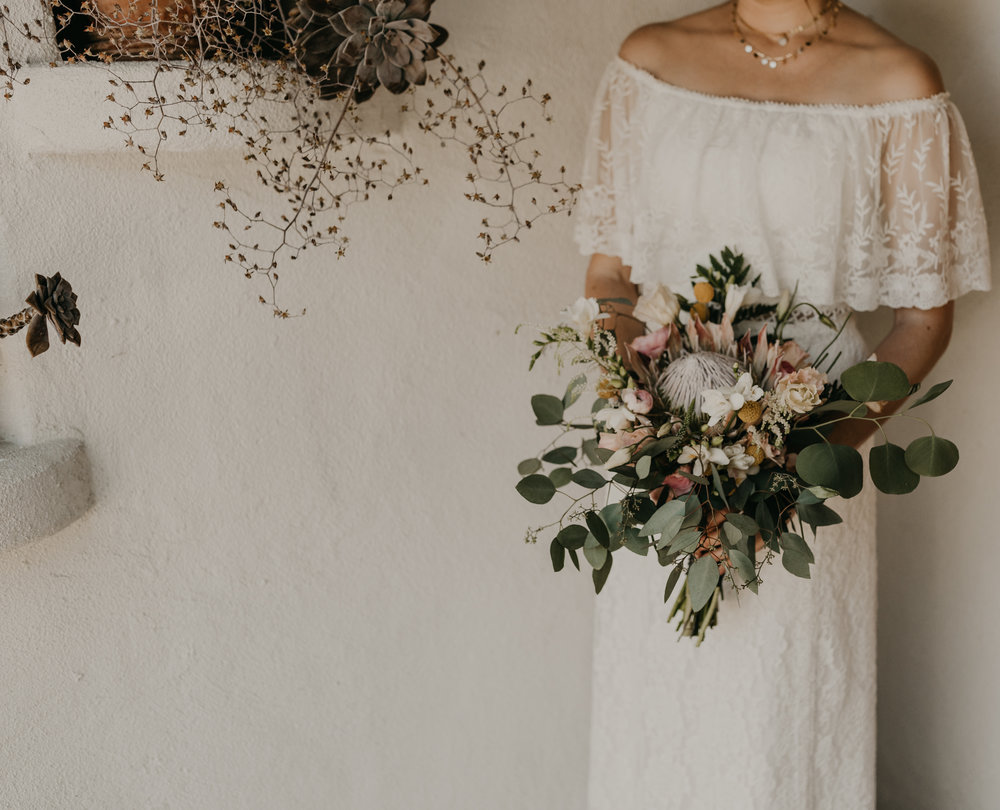 © Isaiah + Taylor Photography - San Clemente Historic Cottage Laid-Back Wedding-014.jpg
