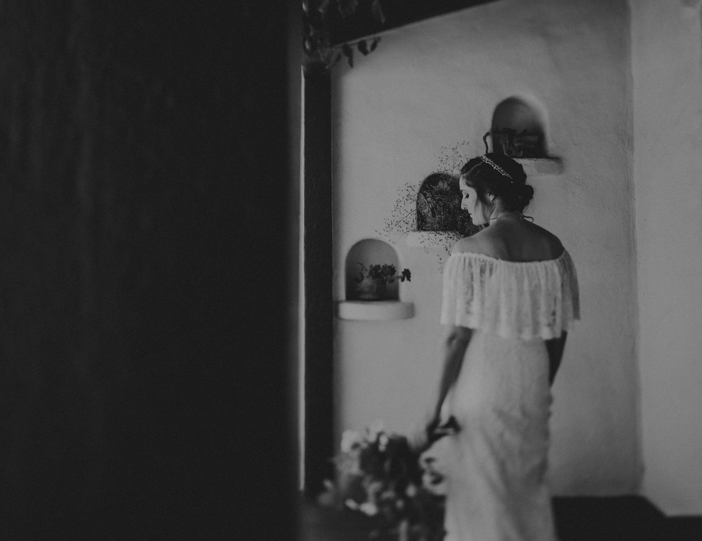 © Isaiah + Taylor Photography - San Clemente Historic Cottage Laid-Back Wedding-017.jpg
