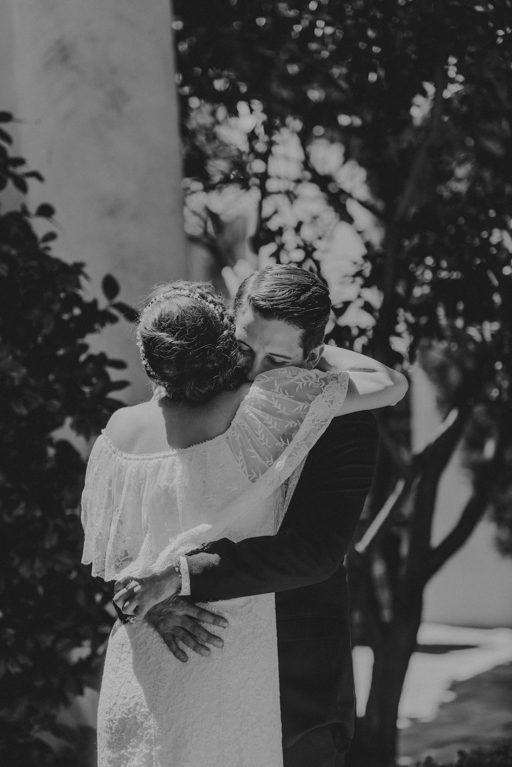 © Isaiah + Taylor Photography - San Clemente Historic Cottage Laid-Back Wedding-022.jpg