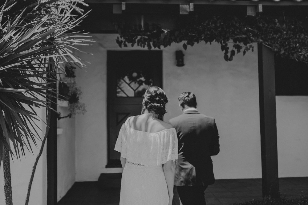 © Isaiah + Taylor Photography - San Clemente Historic Cottage Laid-Back Wedding-024.jpg