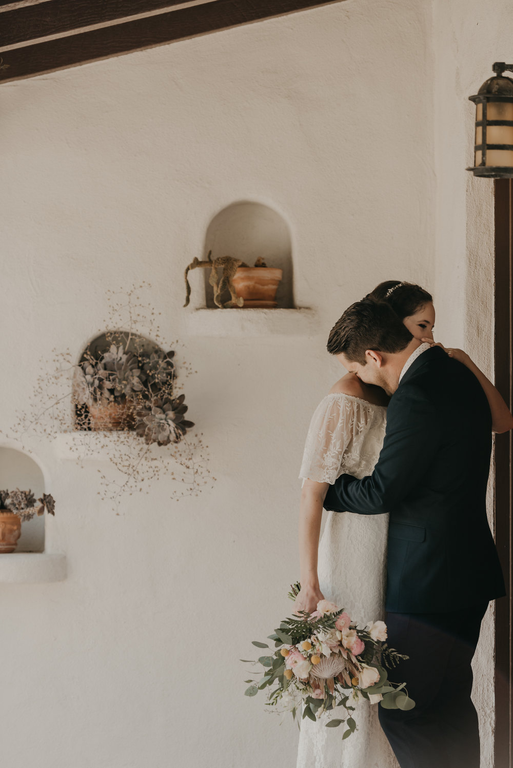 © Isaiah + Taylor Photography - San Clemente Historic Cottage Laid-Back Wedding-029.jpg
