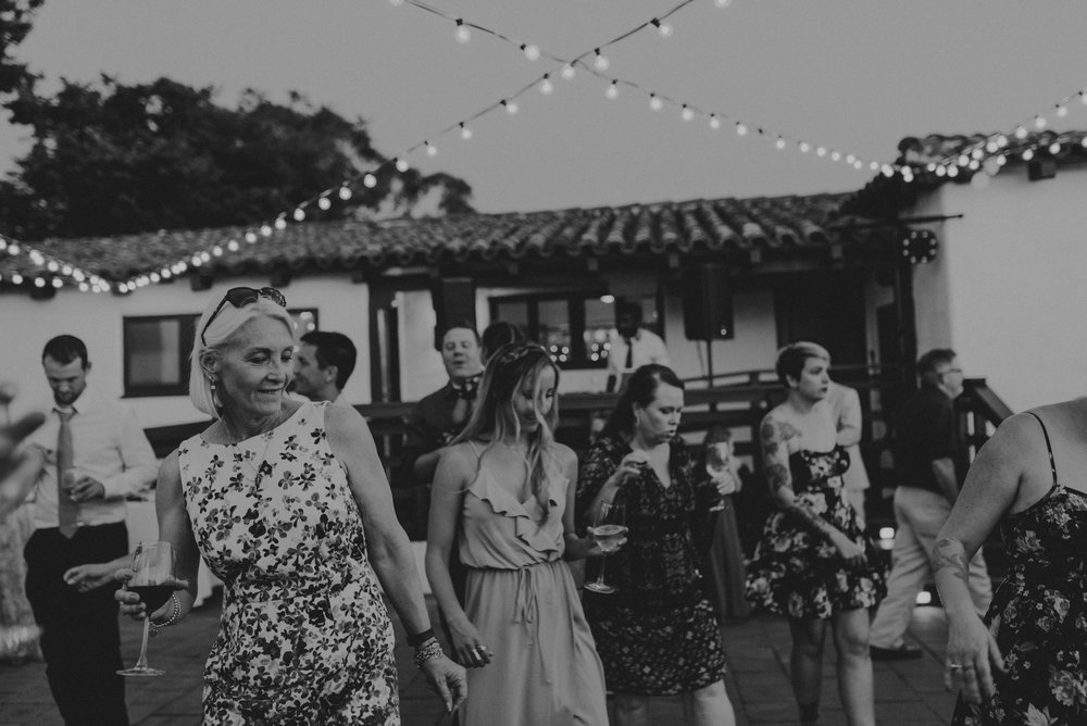 © Isaiah + Taylor Photography - San Clemente Historic Cottage Laid-Back Wedding-225.jpg