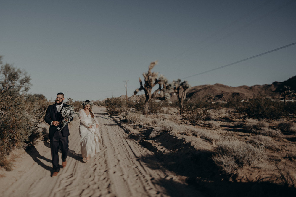©Isaiah + Taylor Photography - Joshua Tree Wedding Elopement-081.jpg